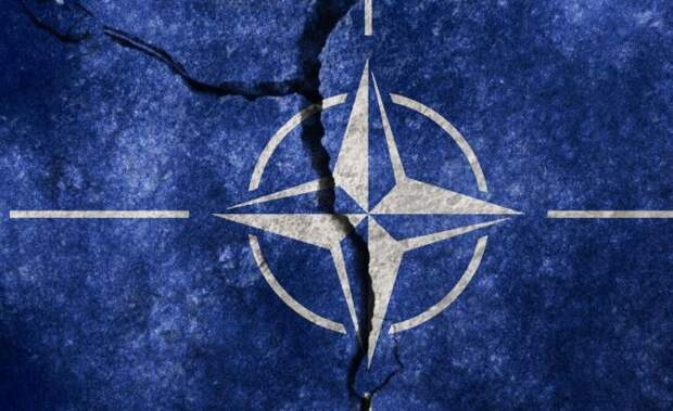 Офицер разведки США заявил о роспуске НАТО
