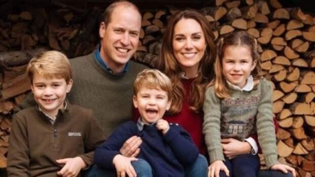 Принц Уильям и Кейт Миддлтон поделились фотографией младшего сына Луи