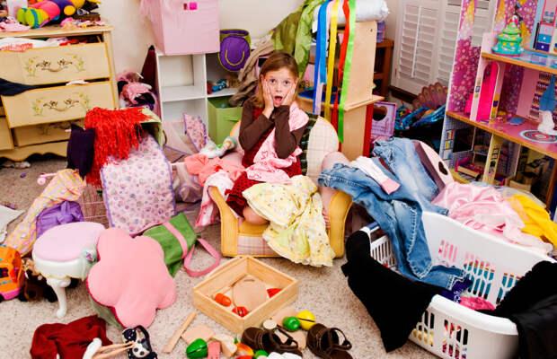 Не успеваете следить за чистотой, а ребёнок убирать не хочет? Как, играя с малышом, убрать детскую комнату
