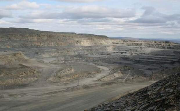 A view of an open pit at miner GV Gold's Golets Vysochaishy mine in eastern Siberia September 28, 2012. REUTERS/Clara Ferreira Marques