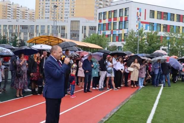 Глава управы торжественно открыл обновленный стадион «Перспективы»