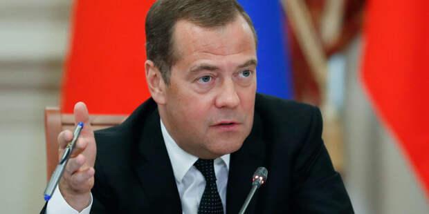 Медведев запретил устраивать гостиницы в жилых квартирах