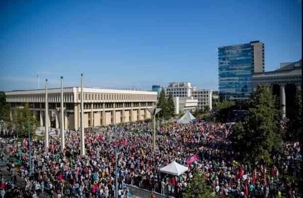 Народ Литвы восстал против санитарной диктатуры