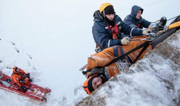 Встометровую пропасть наЭльбрусе провалилась группа альпинистов сУрала