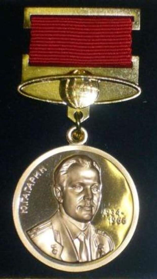 Zolotaya_medal_imeni_Gagarina1.jpg