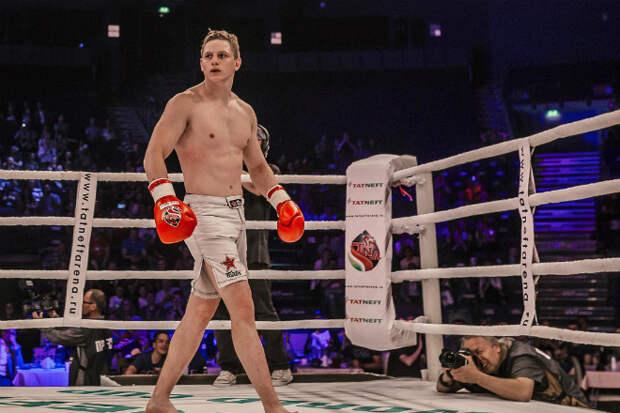 19-летний русский боксер отправил именитого черного Халка в нокаут