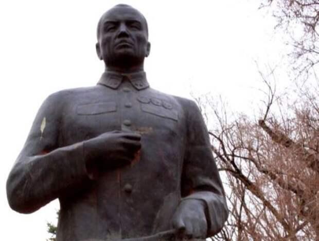 В Казахстане кому-то не угодил генерал Панфилов