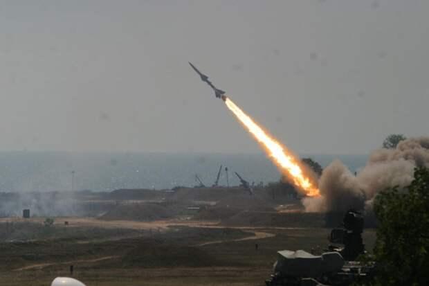 Хуситы нанесли удар баллистическими ракетами по столице Саудовской Аравии