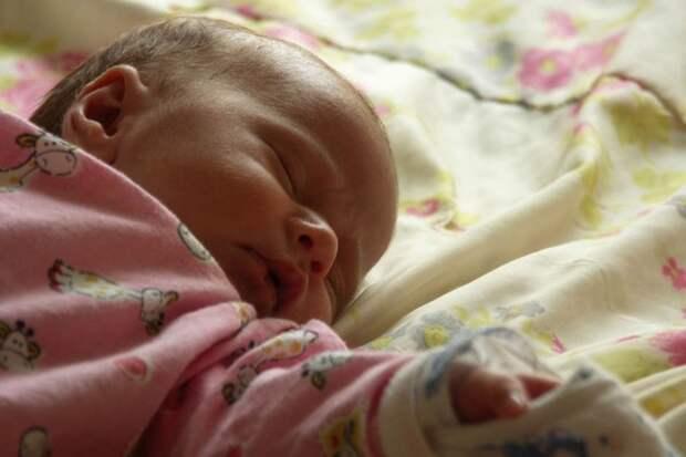 Дубненские врачи спасли новорожденную с 4-кратным обвитием пуповины вокруг шеи