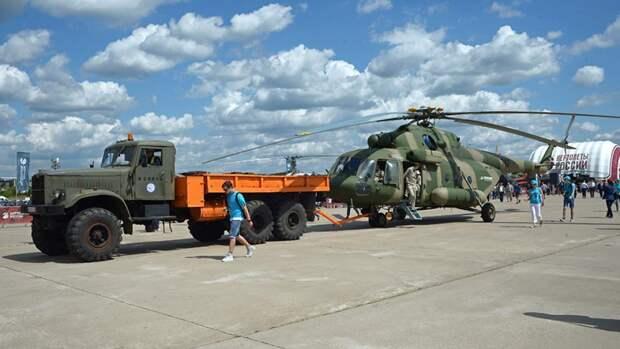 Многоцелевой вертолет Ми-17В-5 на Международном авиационно-космическом салоне МАКС-2017 в Жуковском