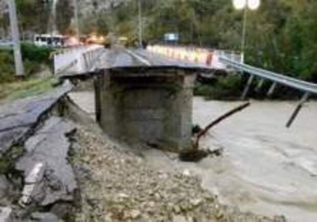 В Сочи рухнул мост