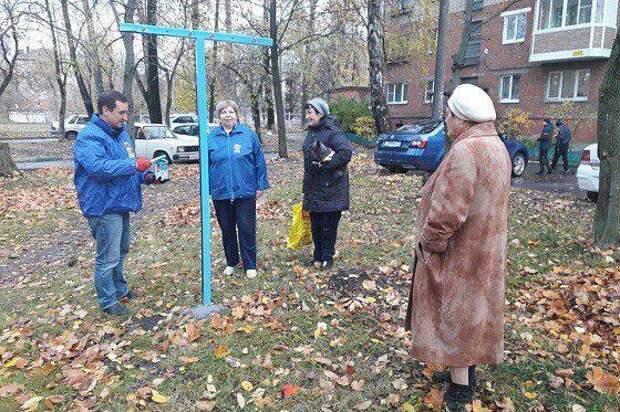 В Туле единороссы торжественно «открыли» дворовую сушилку для белья
