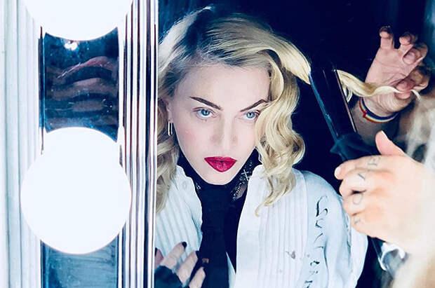 Шпагат на спине: Мадонна продемонстрировала гибкость в видео