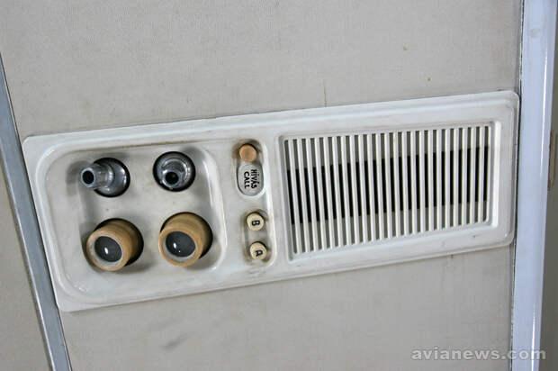 Панели с лампочками освещения и обдува в Ту-134
