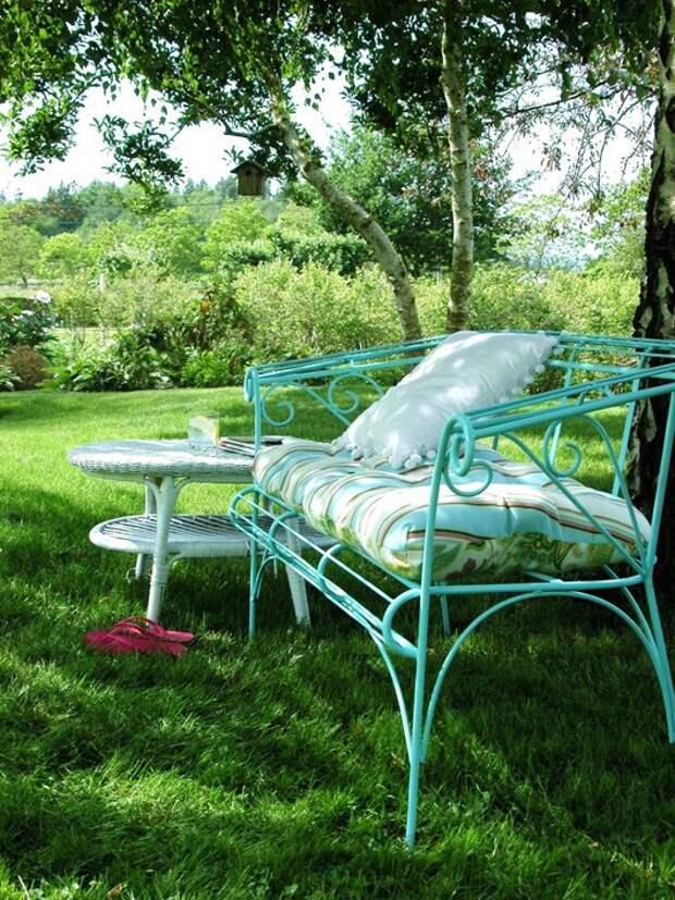 Садовые скамейки для отдыха и красоты