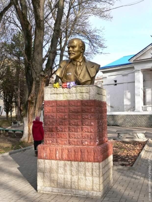 Где есть Ленин в Севастополе? (фото)