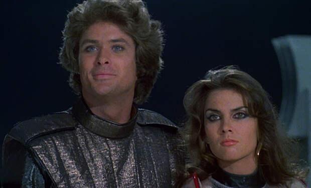 Дэвид Хассельхофф и Кэролайн Манро в  Столкновение звёзд (1978)