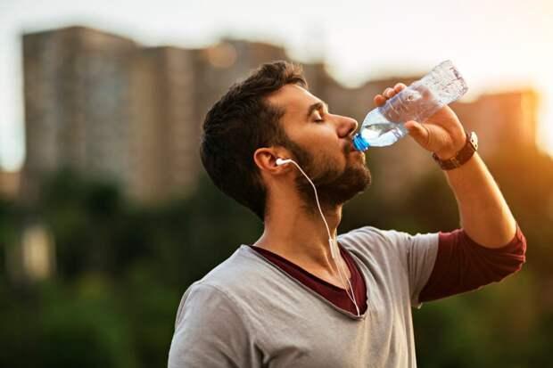 Как узнать, достаточно ли вы выпиваете воды?