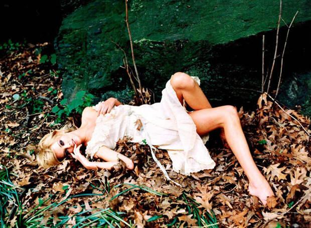 Шарлиз Терон (Charlize Theron) в фотосессии Эллен фон Унверт (Ellen von Unwerth) (1998), фото 8