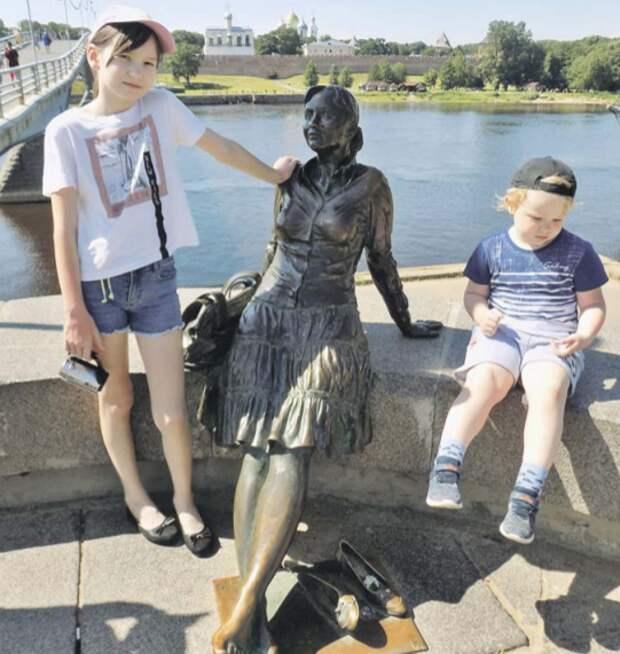 Дети из Марьина в Великом Новгороде познакомились с туристкой