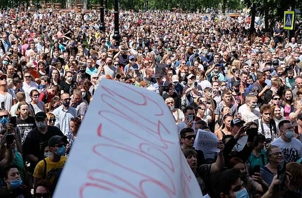 В Хабаровске на акцию в поддержку арестованного губернатора пришли ...