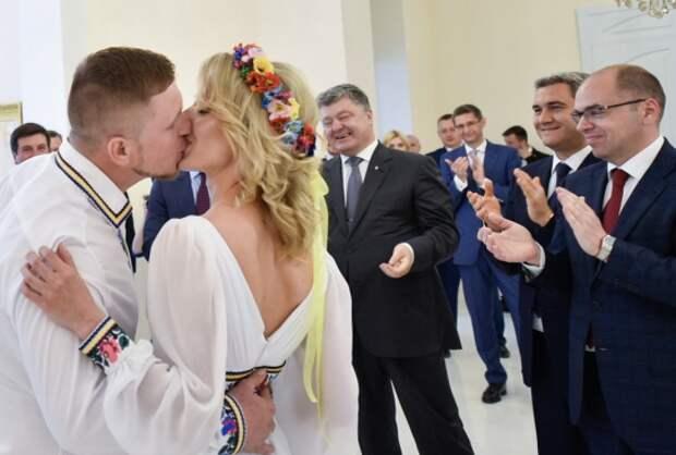 Подробный сценарий ролика про свадьбу и Порошенко высмеяли в Сети (ВИДЕО)