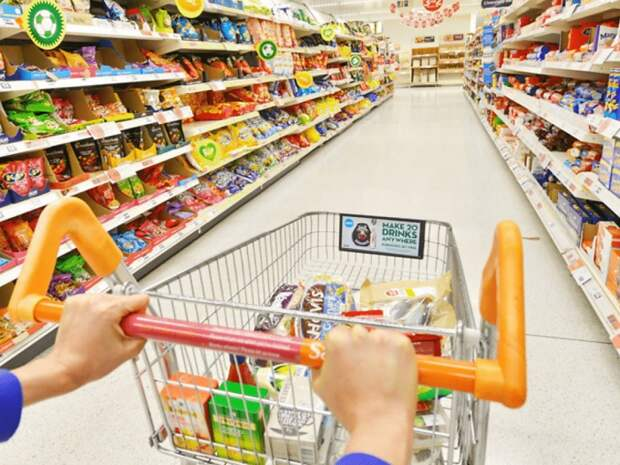 Многие продукты в супермаркете продаются фасованными. /Фото: media.cakeresume.com