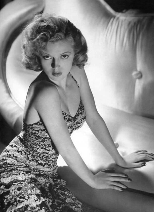 Лана Тёрнер, 1940-е (Wikimedia)