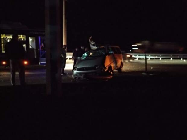 Смертельное ДТП в Крыму: автомобиль на высокой скорости врезался в припаркованный КамАз (ФОТО)