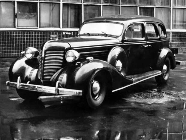Рестайлинговый, как сейчас бы сказали, вариант ЗиС-101 получил буковку А в индексе, более мощный мотор и ряд других изменений ЗИС-101, авто, зис, лимузин, олдтаймер, ретро авто, сталин