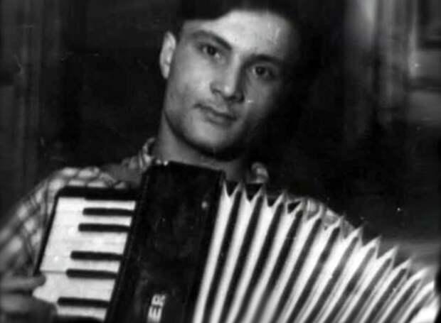 Молодой Георгий Данелия