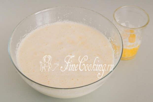 Наконец, наливаем 100 граммов растопленного сливочного масла