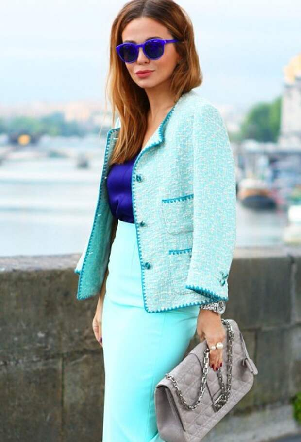 костюм в стиле Шанель в пастельной цветовой гамме