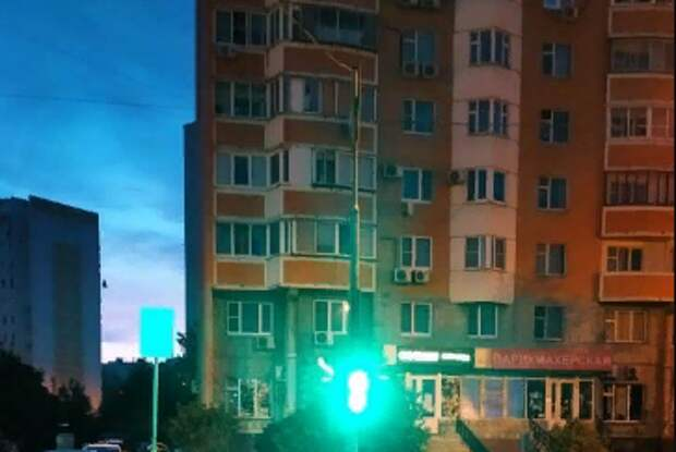 На Перервинском бульваре у «зебры» починили светофор