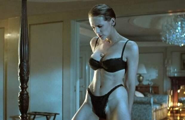 Деми Мур и Натали Портман без одежды: 7 самых горячих сцен стриптиза в кино