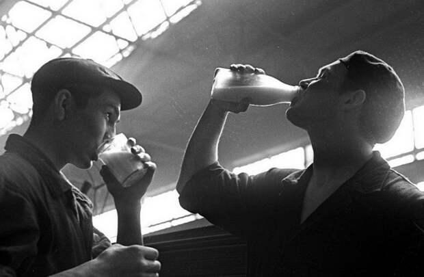 Подборка чёрно-белых фотографий, на которых запечатлена реальная жизнь простых советских людей