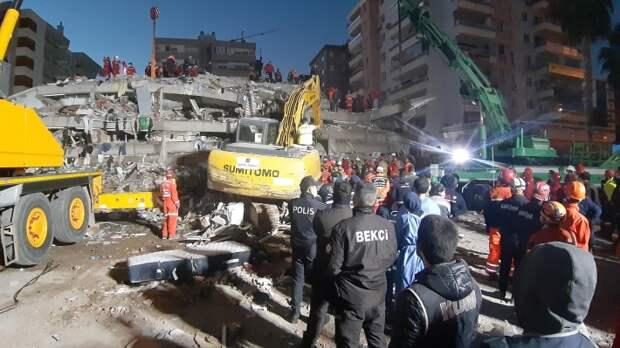 Появилось видео спасения 4-летней девочки спустя 91 час после землетрясения в Турции