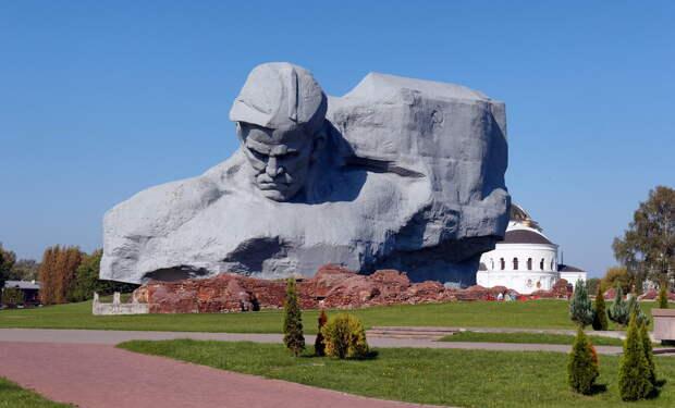 Ровно в 4 утра: тысячи белорусов показали, что Война не забыта (ВИДЕО)