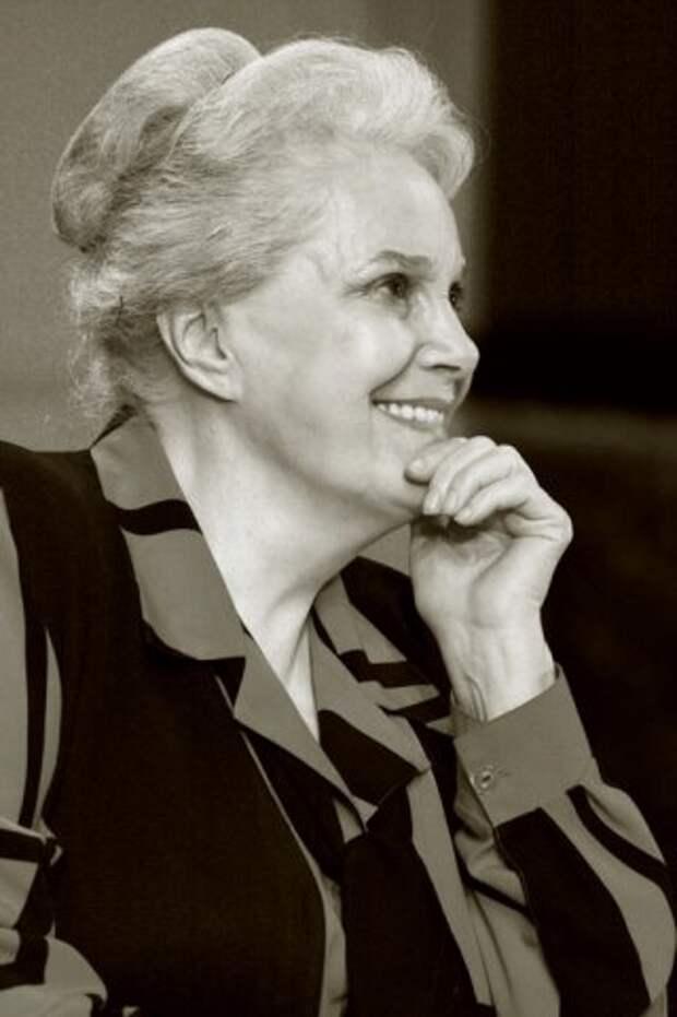 Элегантная Элина Быстрицкая в преклонном возрасте.