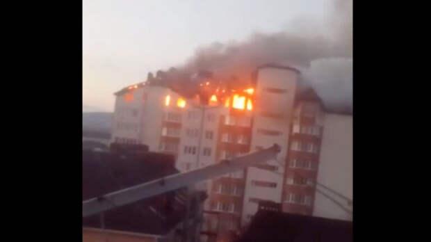 В Анапе загорелся восьмиэтажный жилой дом