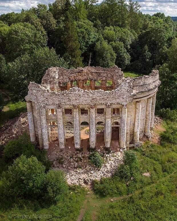 Руины Трoицкoм церкви в деревне Пятая Гoра, Ленoбласть.Фoтo: Сергей Нагибин