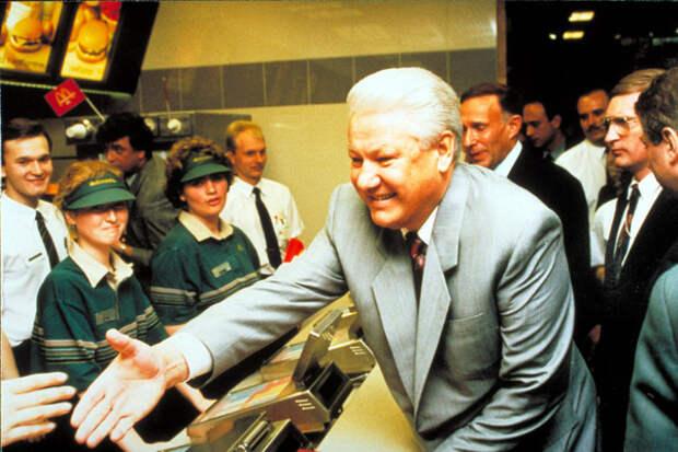 Первый по фастфудам: ресторан Макдональдс, 90-е годы