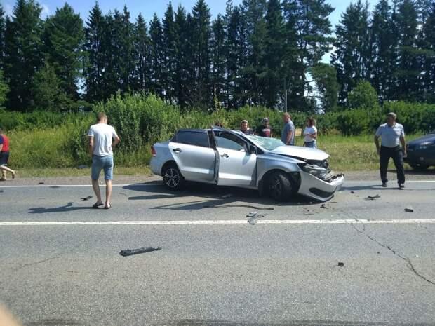 В Воткинском районе Удмуртии в результате столкновения трех машин погиб мужчина