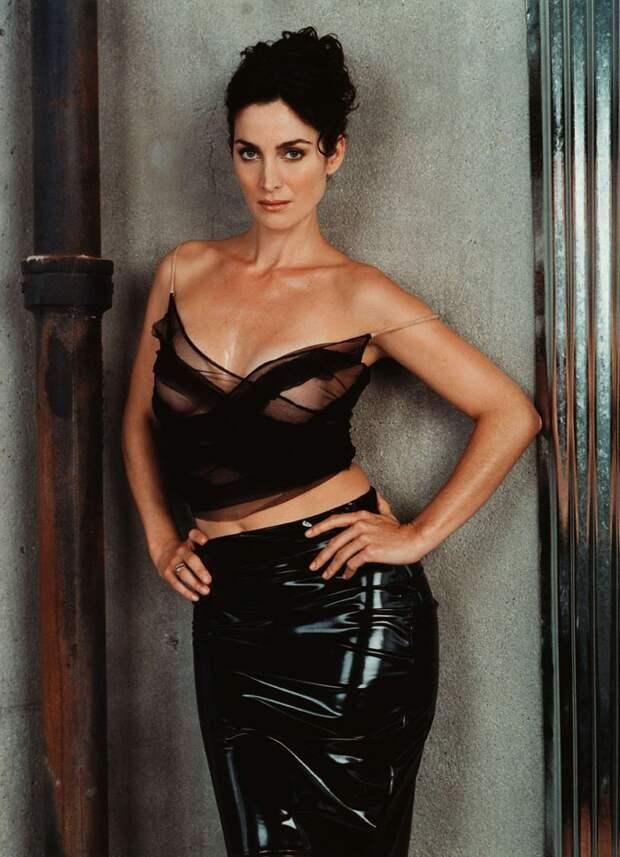 Тринити из «Матрицы» актриса Керри-Энн Мосс в фотосесии 1999 года.