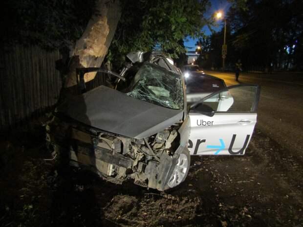В Ижевске после ДТП с деревом погибла девушка
