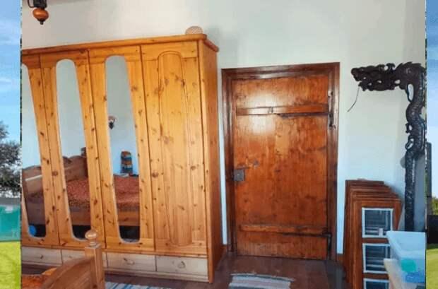 Мужчина купил полуразрушенный дом за смешные деньги и превратил его в особняк