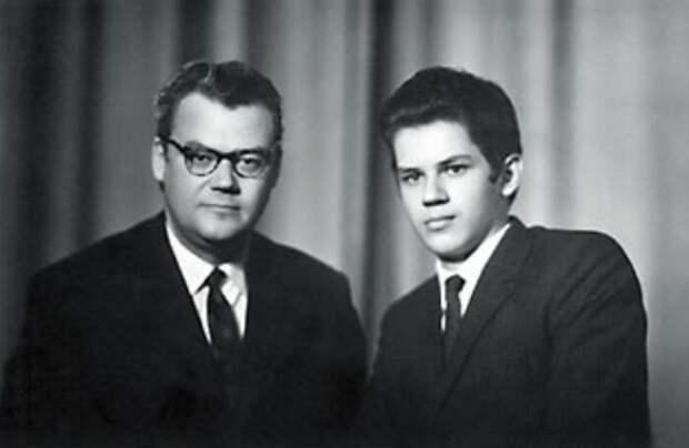 Аркадий Шевченко с сыном. / Фото: www.22-91.ru
