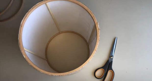 Оригинальные осветительные приборы из мешковины и 4 деревянных колец