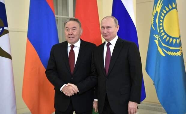Путин провёл телефонный разговор с Назарбаевым перед его отставкой