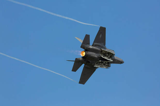 Истребитель F-35B разбился после столкновения с самолетом-заправщиком